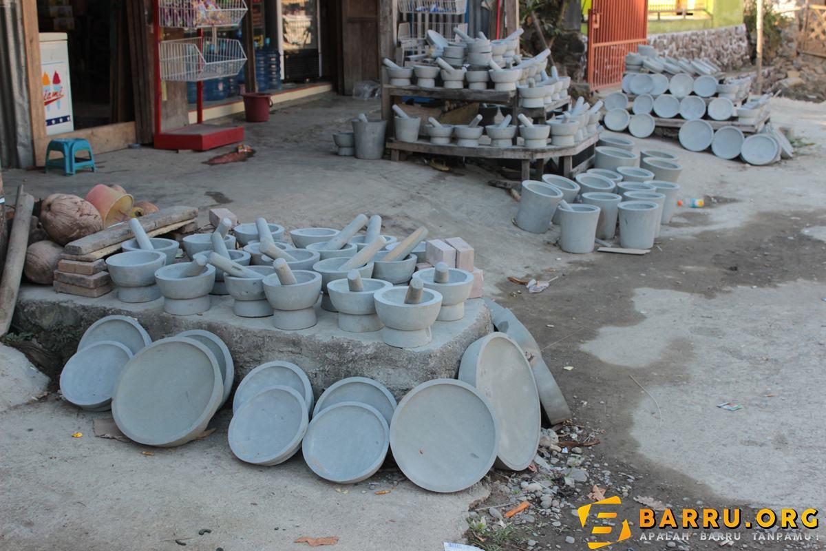 aneka kerajinan batu di tampung cinae, barru ( photo : syukur )